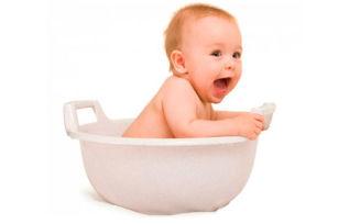 Как правильно подмывать новорожденного мальчика и девочку?