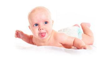 Почему грудной ребенок высовывает язык в 3 месяца?