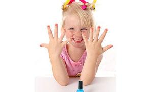 Как наносить лак, чтобы ребенок не грыз ногти?