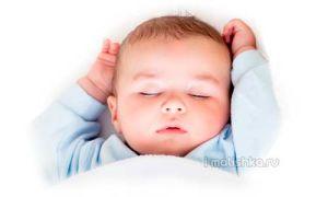 Почему дети спят с поднятыми руками?