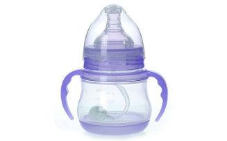 Когда ребенок сам начинает держать бутылочку?
