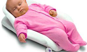 Как должен спать новорожденный в кроватке?
