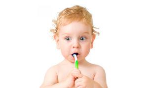 Как научить ребенка чистить зубы? Практические методы