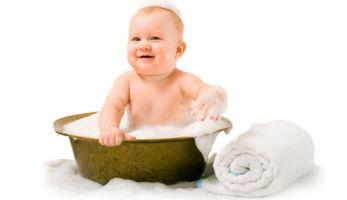 Купание новорожденного ребенка первый раз