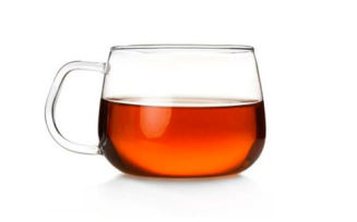 Как помочь ребенку, если он проглотил горячий чай?