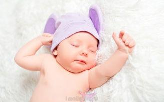 Новорожденный не спит ночью: что делать?