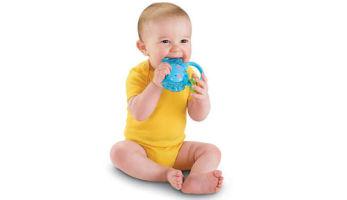 Чем обезболить десна, когда у ребенка режутся зубы?