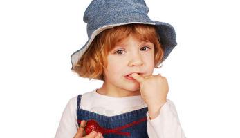 Что делать, когда ребенок грызет ногти?