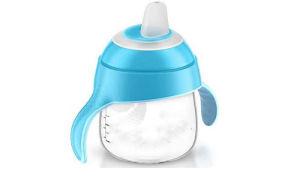 Как приучить ребенка держать бутылочку?
