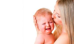 Почему новорожденный ребенок плачет: что делать?