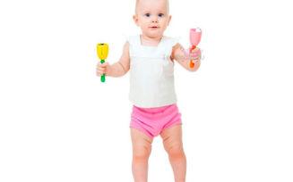 Как научить ребенка стоять без опоры?