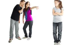 Что делать родителям, если ребенка обижают на улице во дворе