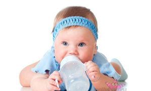 Как избавить новорожденного от икоты самостоятельно?