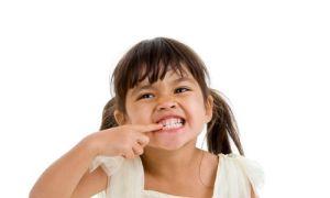 Почему ребенок скрипит зубами во сне?