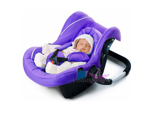 Перевозить новорожденного в машине