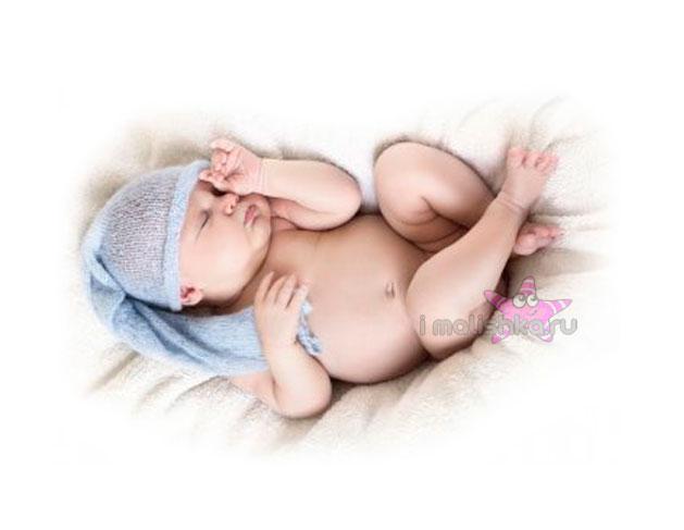 Новорожденный вздрагивает во сне