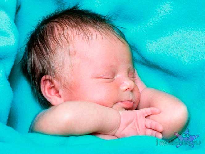 Естественные вздрагивания новорожденного