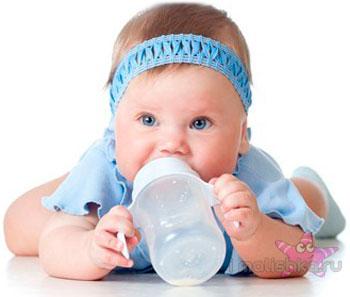 Как избавить новорожденного от икоты?