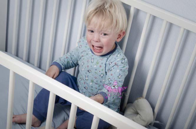 Почему ребенок плачет ночью