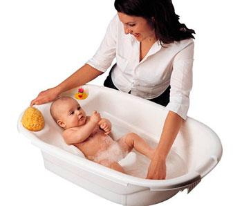 kak-pravelno-kupat-novorozhdennogo-av