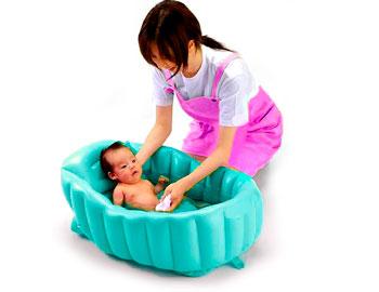 Купание новорожденного первый раз после роддома с ромашкой