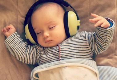 Как правильно заботиться о новорожденном ребенке с помощью правильного режима и полезных гаджетов